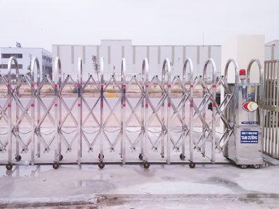 Cổng xếp Inox điện chạy tự động